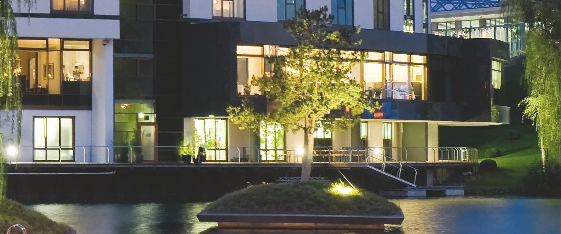 Hotel; Ritz Carlton Wolfsburg; Insel; Food, Restaurant, Dinner, Nacht, Uebersicht